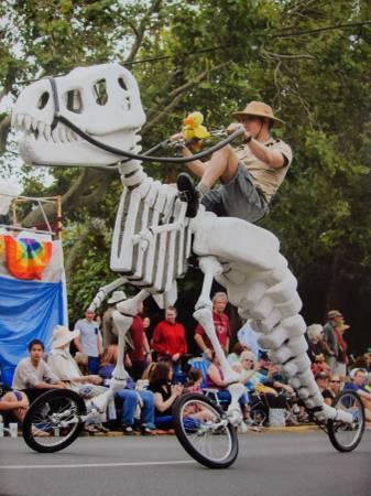 150713ECGiant Rideable T-Rex Art Bike3