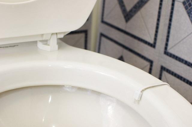 便器につけるトイレの照明IllumiBowl Toilet Light4