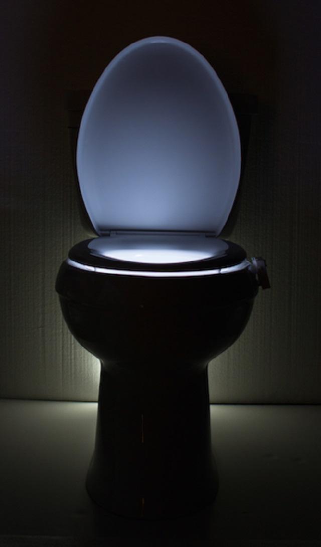 便器につけるトイレの照明IllumiBowl Toilet Light1