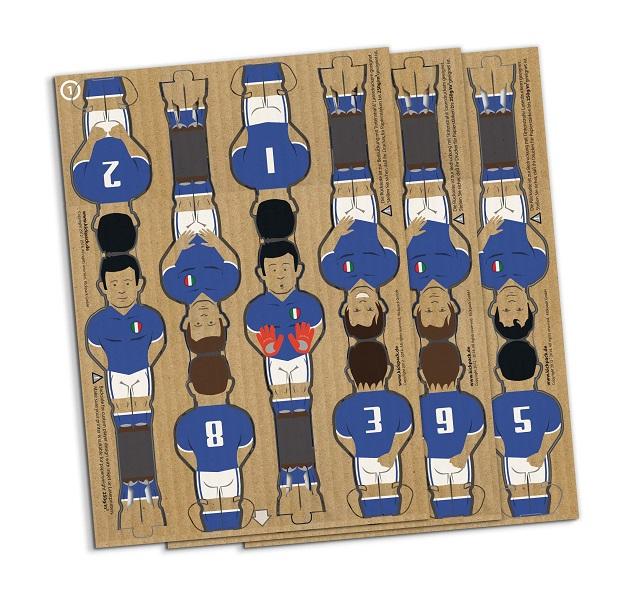 ドイツのブランド「kickpack(キックパック)」によるダンボール製のテーブルサッカーゲーム、カルトーニ2.0は、軽くて折り畳めるのが便利だしホームパーティーでも活躍間違い無し_5