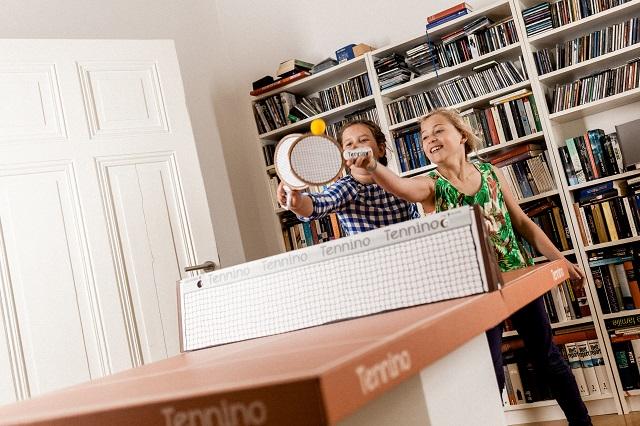 ドイツのブランド「kickpack(キックパック)」によるダンボール製の卓球台テニーノは、軽くて折り畳めるのが便利だしホームパーティーでも活躍間違い無し_3