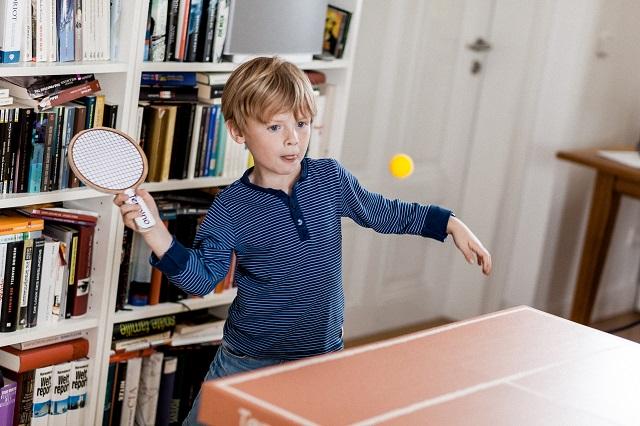 ドイツのブランド「kickpack(キックパック)」によるダンボール製の卓球台テニーノは、軽くて折り畳めるのが便利だしホームパーティーでも活躍間違い無し_2