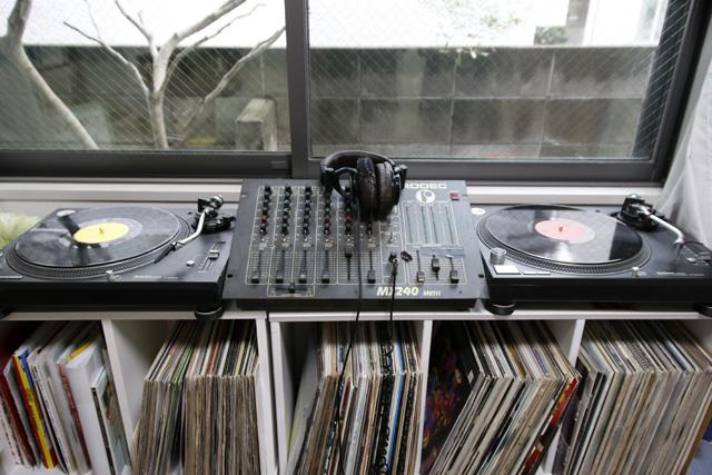 レコードとDJとウーパールーパーを愛して渋谷で暮らす部屋のDJブース