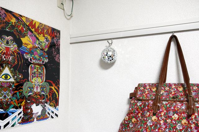 レコードとDJとウーパールーパーを愛して渋谷で暮らす部屋のミラーボール
