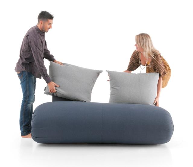 イノベーティブなイタリアン家具ブランドLAGOのソファにもベッドにもなる畳んだ布団のようなソファーベッド_2
