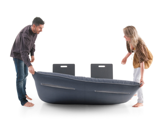 イノベーティブなイタリアン家具ブランドLAGOのソファにもベッドにもなる畳んだ布団のようなソファーベッド_3
