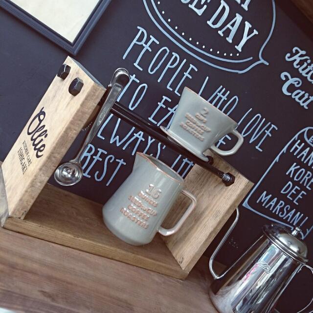 SPF材とペイントしたボトルでDIYするコーヒーのドリッパースタンド_9