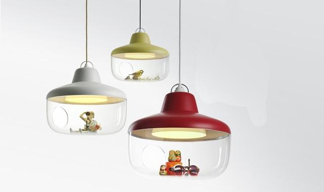 遊び心と実用性を兼ね備えるフランスのデザイナー集団enostudioによるコレクションを飾れるランプ