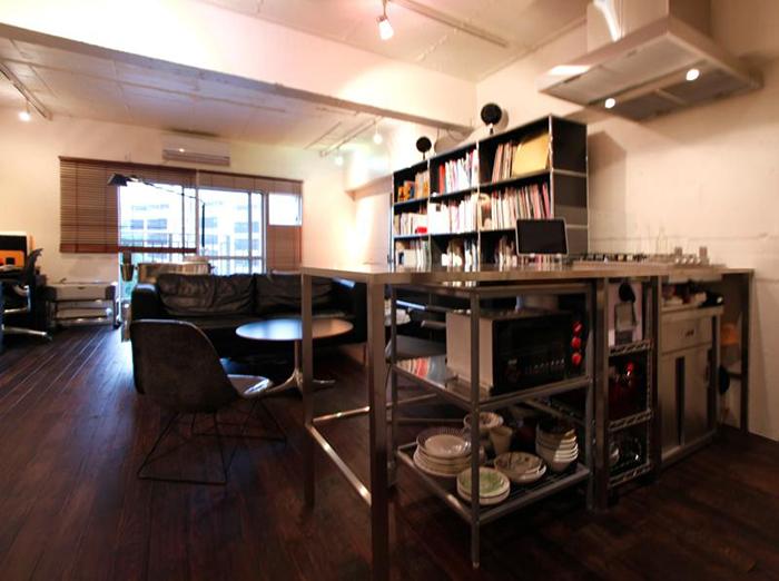 設計・施工を手がける「nu(エヌ・ユー)リノベーション」による1人暮らしのマンションをリノベして趣味を楽しむ無骨な部屋に_5