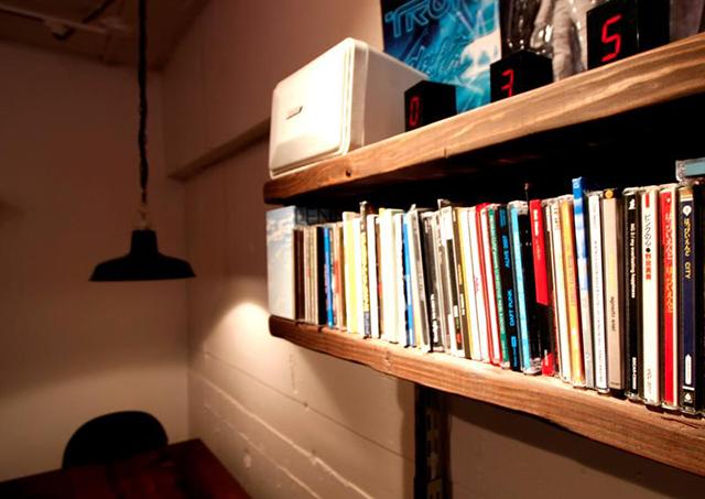 設計・施工を手がける「nu(エヌ・ユー)リノベーション」による1人暮らしのマンションをリノベして趣味を楽しむ無骨な部屋に_4