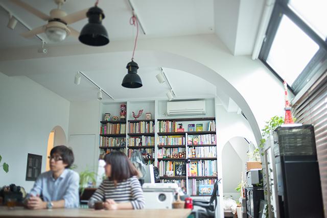 ラストレーターの伊藤和人さんとシラキハラメグミさんによるイラストレーションユニット「seesaw.」がアンティークでモダンにリノベーションした素敵なマンション_7