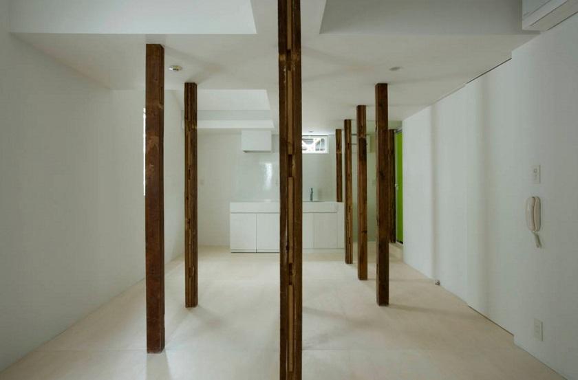 柱、柱、柱…! 部屋が白樺林のよ...