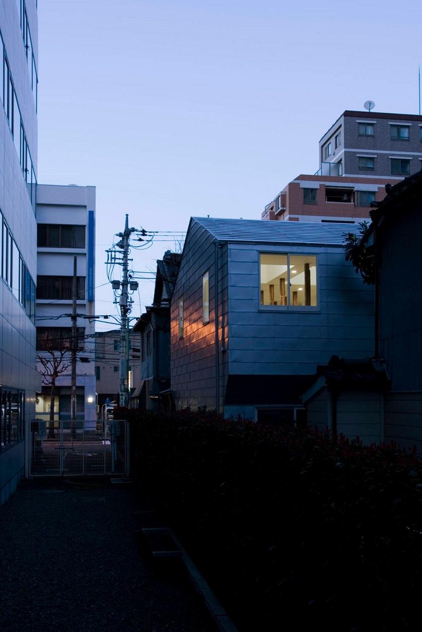 池田雪絵建築設計事務所による、東京都中野区の増築を重ねた木造2階建てのアパートのリノベーション_6
