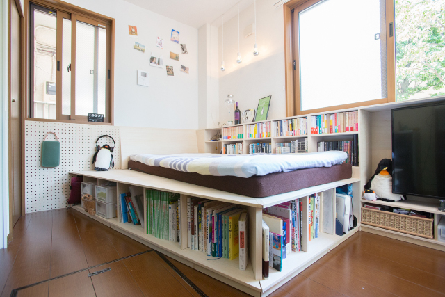 三軒茶屋で家賃9万の23平米ワンルームの家に1000冊の本と一緒に暮らすDIY好き男性の部屋の全体図