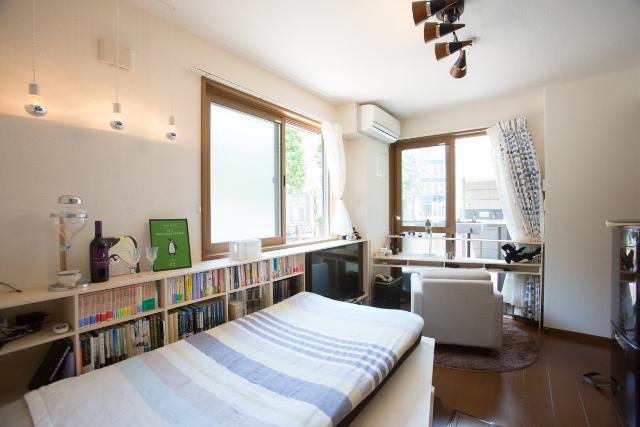 三軒茶屋で家賃9万の23平米ワンルームの家に1000冊の本と一緒に暮らすDIY好き男性の部屋のセキュリティーアイディアは心理学に基づいている
