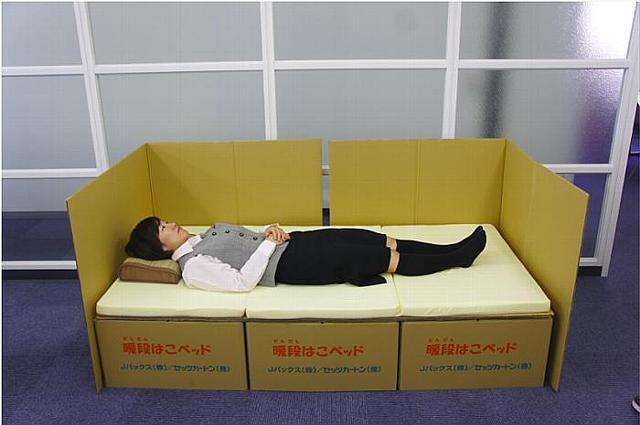 J PACKSが被災地、避難所支援のために開発した暖段はこベッドは、段ボール製のベッドですがとても強度があり、組み立ても簡単_8