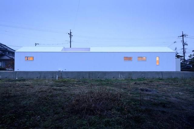 風景のある家.LLCによる安く明るくおしゃれな住居兼工房の革工房の音色_1