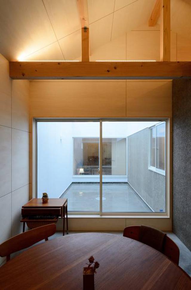 風景のある家.LLCによる安く明るくおしゃれな住居兼工房の革工房の音色_4