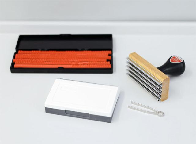 オリジナルのスタンプを手づくりできるPenco Fast Stamperは、ズレやかすれがあるから味があっていい2