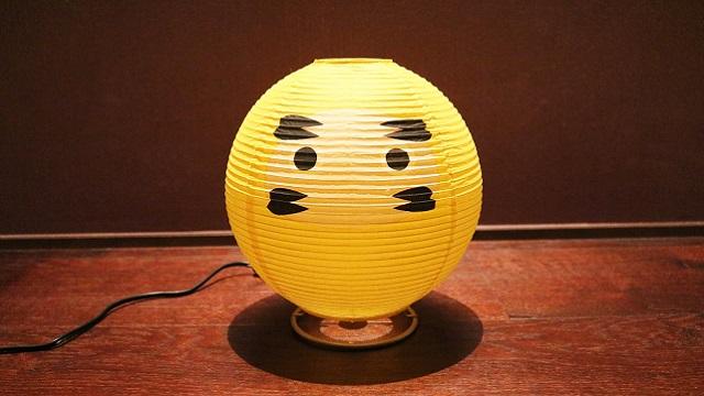 和紙の間から優しい灯りが漏れだす「テーブルランプ・だるま」は提灯の構造をしている白熱球のランプで、machi-ya新登場の「西川庄六商店」のセレクトです。「西川庄六商店」は今で言うセレクトショップ。1585年の創業以来「売り手よし、買い手よし」のビジネススタンスを現代に伝えています。2