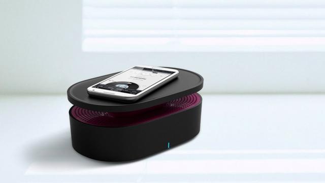 スマートフォンを置くだけで音楽を再生できるOAXIS社の「BENTO」は、電磁誘導センサーがスマホから流れた音を感知する仕組み。そしてそれを拡大する仕組みになっているので、Bluetoothすら必要なくワイヤレスでスピーカーから音楽を流せます4