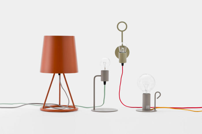 DoogdesignとHIGHTIDEが共同で制作した、本体、ケーブル、電球をコーディネートして、自分好みの照明にすることができる「pit.」はシンプルで上品な見た目なのでどんなインテリアにもフィットする一方で、ビビッドな色を組み合わせればアクセントとプラスする事もできます1