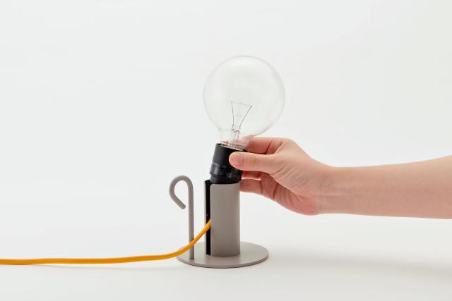 DoogdesignとHIGHTIDEが共同で制作した、本体、ケーブル、電球をコーディネートして、自分好みの照明にすることができる「pit.」はシンプルで上品な見た目なのでどんなインテリアにもフィットする一方で、ビビッドな色を組み合わせればアクセントとプラスする事もできます7