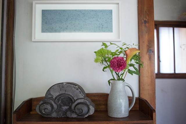 上野桜木あたりという古き良き日本の家である古民家のリノベについてkurachiffonの瀧内未来さんにインタビューの玄関をおしゃれにする飾り