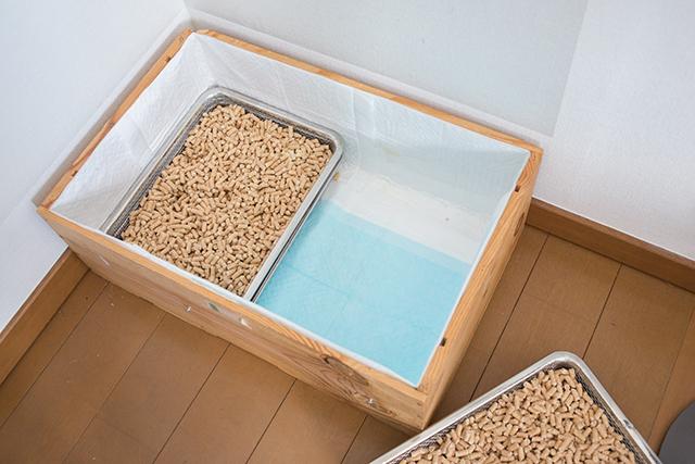ペット用品から出る生活感を払拭すべく、無印良品のインテリアアドバイザー・藤井さんはステンレスメッシュトレー・大を使ってペットのトイレをDIYしてしまいました3