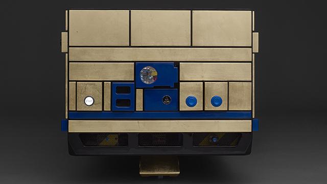 スター・ウォーズのR2-D2とドロイドR5-D4とC3-POがおもしろいコーヒーテーブルとピンボールマシンになった_7