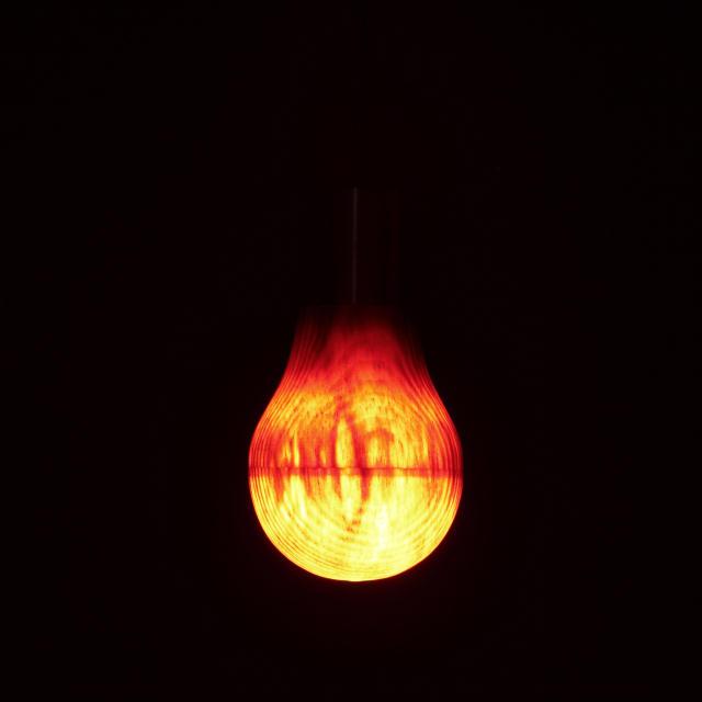 木製の電球「Wooden Light Bulb」は、プロダクトデザイナー福定良佑さんとオーストラリアのLEDON Lamp GmbH、そして伝統的な木工ろくろの技術コラボレーションによって生み出された「木製ランプ」のご紹介です。2