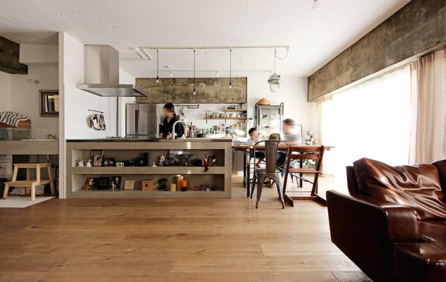 スケルトンによって自分の思い通りの広いリビング&キッチン空間を実現した杉並区のリノベーション事例「DRAFT」。無駄な動線と空間を省き、広さと自由度を重視したラフなコンセプトが生きたデザインです。9