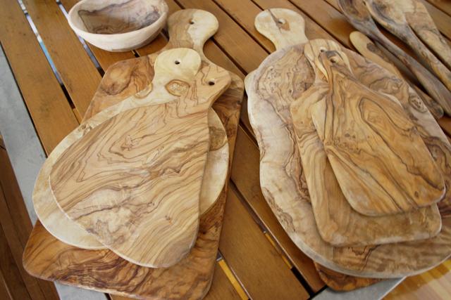 ギターとベースとワインとビンテージ服を愛する独身貴族の部屋のオリーブの木のカッティングボード_7