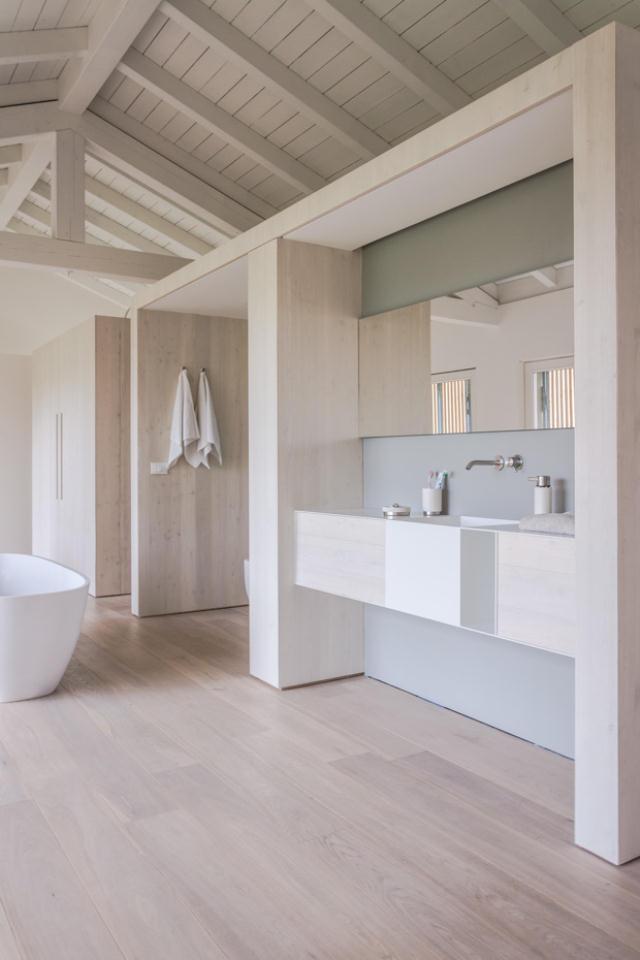 地震で損傷した納屋を快適でミニマルな住宅にリノベーションし、開放的にしたイタリアのARCHIPLANによるCASA EFFE-E_3