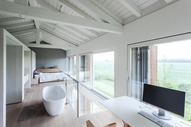 地震で損傷した納屋を快適でミニマルな住宅にリノベーションし、開放的にしたイタリアのARCHIPLANによるCASA EFFE-E_2