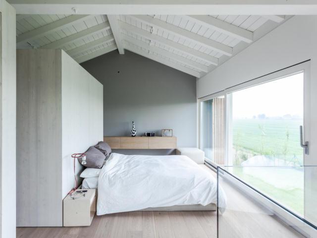 地震で損傷した納屋を快適でミニマルな住宅にリノベーションし、開放的にしたイタリアのARCHIPLANによるCASA EFFE-E_8