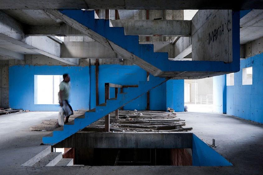 イワン・バーンによるベネズエラのスラム街であるトーレ・デ・ダビのTEDスピーチ_3