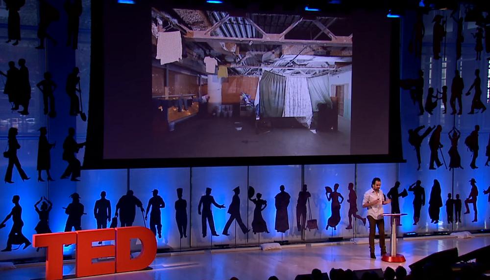 イワン・バーンによるベネズエラのスラム街であるトーレ・デ・ダビのTEDスピーチ_1