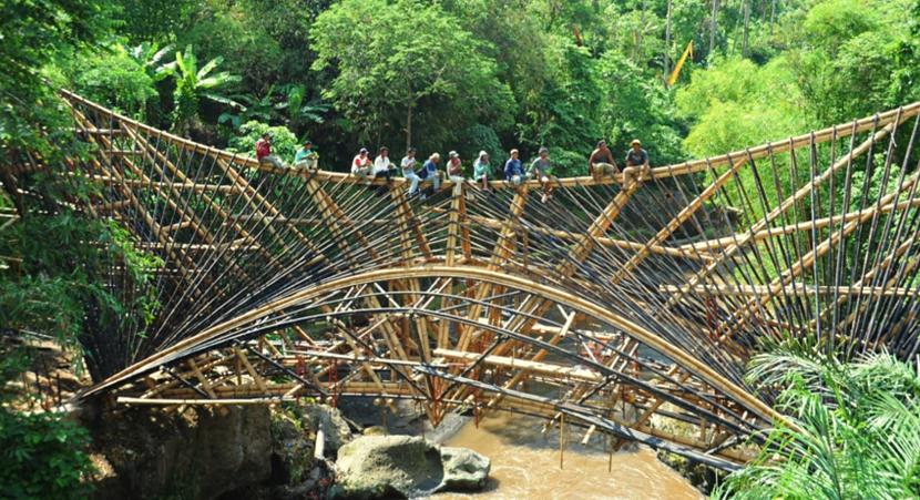 エローラ・ハーディー率いるデザイン集団IBUKUがTEDでプレゼンテーションしたバリ島の竹でできた建築グリーン・ビレッジ_9