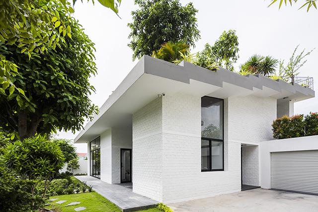 ベトナムのホーチミンとハノイにオフィスを構える設計事務所Vo Trong Nghia Architectsによる屋上に植物を植えて都会で自然が感じられるHoan House_7