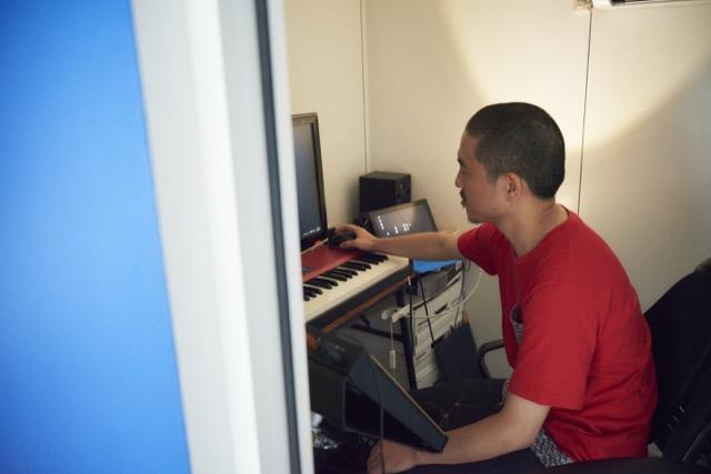 東京都港区麻布十番の中古レトロマンションをリノベーションをし、趣味の音楽が楽しめる防音室を完備して趣味に生きる土居さん夫妻_10