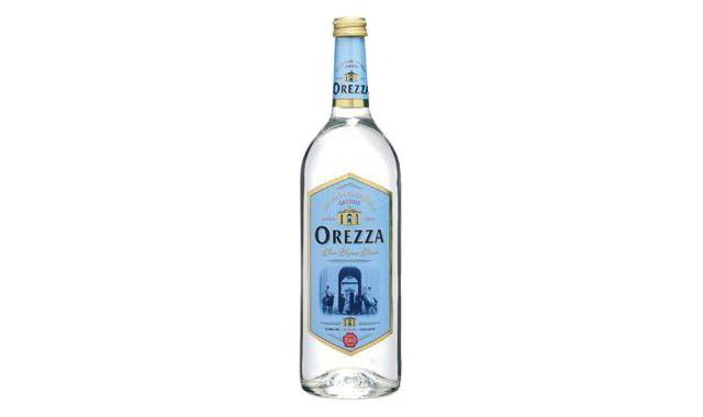 花瓶やDIYの材料にもなる、グッドデザインの飲料水。紹介するのは、水のドンペリと称される高級品「シャテルドン」、レアル・マドリード公式飲料水の「ソラン・デ・カブラス」、三ツ星シェフが愛用するフランス最古の名水「オレッツァ」、マドンナも愛飲の「voss」、世界が認めるMade in Japanの「FUJI」の5種類。アマゾンから購入可能です。3