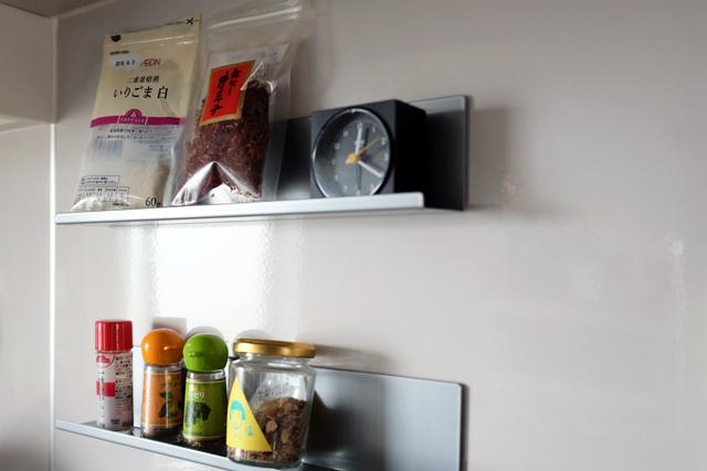 モノがどんどん増えて生活感がにじみ出がちなキッチン。そこで、いままでルーミーで登場した生活感をグッと抑える収納のコツや、便利なDIYアイディアをまとめてご紹介します。無印やイケアなど、手に入れやすいアイテムを使っているので、ぜひご家庭に取り入れてみてください。5
