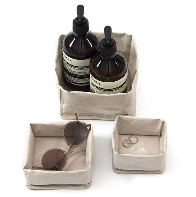 洗える紙製である「UASHMAMA」をご紹介。イタリア生まれで、セルローズファイバーという新聞古紙を主原料とした天然の木質繊維でつくられています。水回りの収納やランドリーバッグ、プランター入れに最適ですよ。6