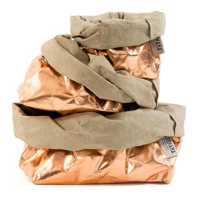 洗える紙製である「UASHMAMA」をご紹介。イタリア生まれで、セルローズファイバーという新聞古紙を主原料とした天然の木質繊維でつくられています。水回りの収納やランドリーバッグ、プランター入れに最適ですよ。9