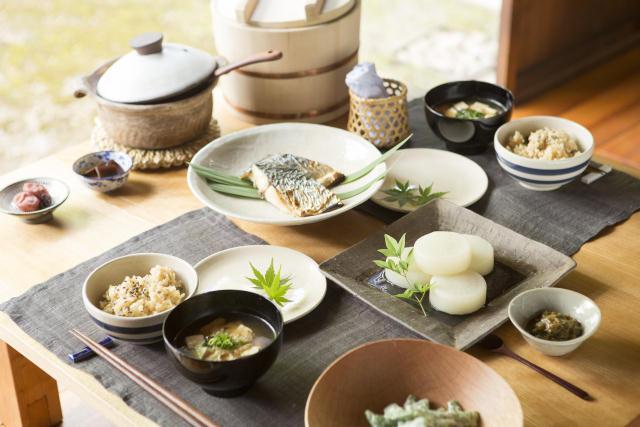 中川政七商店と町家を改修した宿泊施設「紀寺の家」が伝統的な家を大切に守ることを目的として2016年1月に設立した協同プロジェクトが「HOUSE HOTEL PROJECT」。今回は、奈良県で冬の生活を体験できます。3