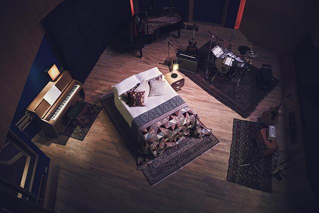 「民泊」を斡旋する大手企業Airbnbから、またしてもクレイジーなイベントがアナウンスされました。その名も『Night at アビイロード・スタジオ』。イングランドにある超名門のレコーディングスタジオに宿泊、さらには実際に楽曲のレコーディングまでできると謳っていますが、その詳細やいかに。5