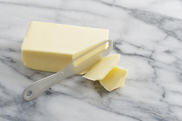 金属製品の産地・燕市の、体温で魔法のようにバターが溶け、朝食が楽しくなる、便利なアルミバターナイフ_1