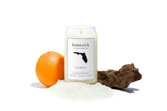旅先で出会うのは、人やモノだけではありません。その土地の「匂い」も深く印象に残るもの。その思い出の匂いを部屋で再現できるキャンドル「Homesick Candles」をご紹介。全部で30種類もの香りがあります。これはフロリダ州
