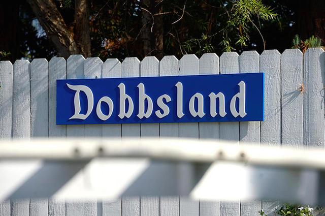 アメリカはカルフォルニア州にお住いおじいさんSteve Dobbsさんは、航空エンジニアとしての知識をフル活用し、裏にはに遊園地「Dobbsland」をつくり上げました。すべては愛する孫のため。自宅の外空間を楽しむという意味では最近流行りの「バルコニスト」にも通づるものがありますね。3